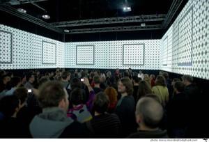 Das CineChamber - laut Homepage ein großer, immersiver, gleichzeitig intimer und in sich abgeschlossener Raum, der als mobiles Environment und Inkubator für inter- und multimediale Arbeiten fungiert