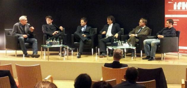 Das Podium zur Diskussionsveranstaltung; Foto: Christian Bach