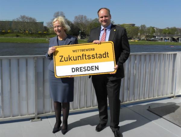 Bundesforschungsministerin Joana Wanka und Wirtschaftsbürgermeister Dirk Hilbert, Foto: Landeshauptstadt Dresden