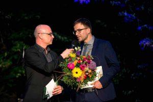 LPK-Sommerfest: Steffen Lukas (Radio PSR) mit Schlagzeilen-Gewinner Stefan Locke (FAZ) . Foto: Martin Förster