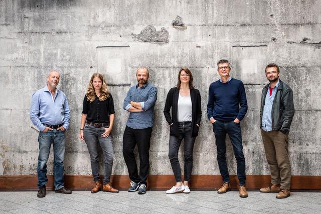 Das neue Leitungsteam der Reportageschule Reutlingen (Philipp Maußhardt, Katrin Langhans, Ariel Hauptmeier, Heike Faller, Michael Obert, Wolfgang Bauer).